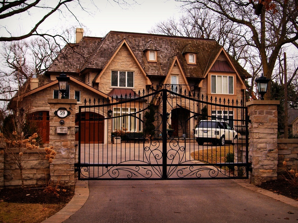 real estate stone gated